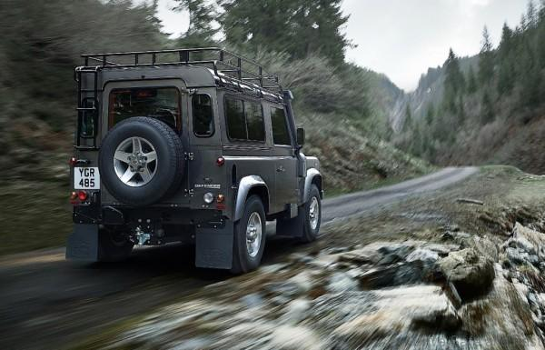 LAND-ROVER-Defender-90-2-600x385