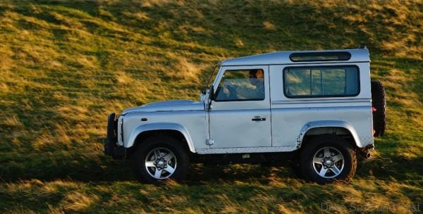 LAND-ROVER-Defender-90-3-600x304