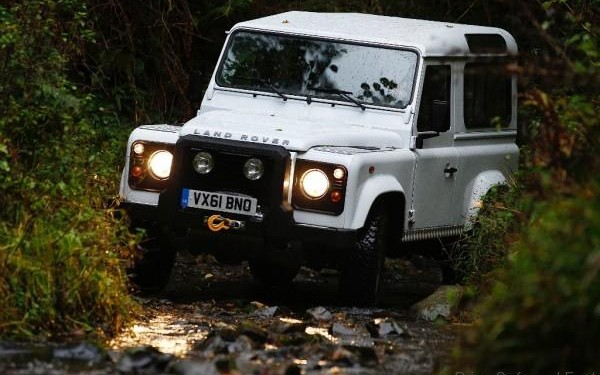 LAND-ROVER-Defender-90-4-600x400