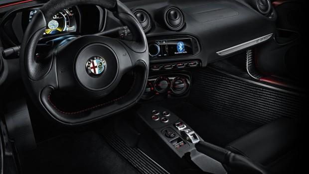 Alfa_Romeo-4C_2014_1600x1200_wallpaper_3c-620x350