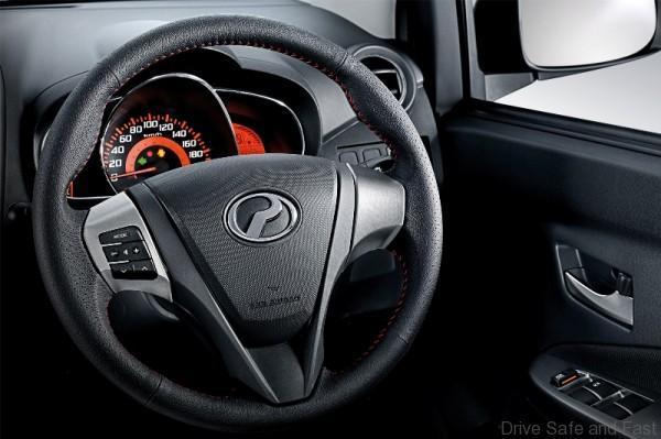 Leather-Steering-Wheel-Audio-Switches-600x399