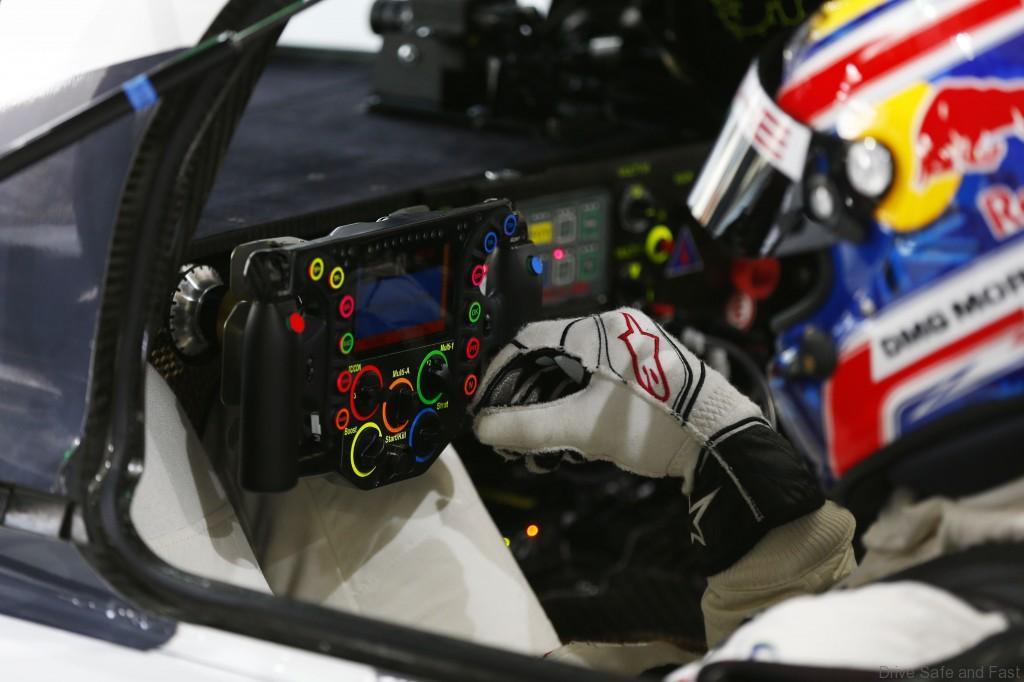 Porsche-919-Hybrid-Steering-Wheel1
