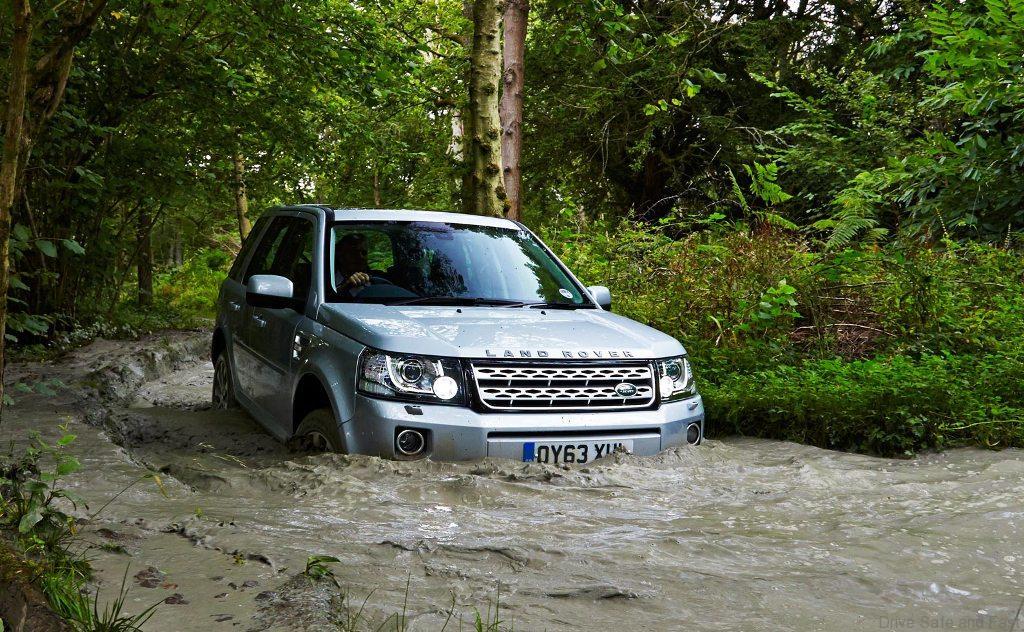 Flood-Wading3