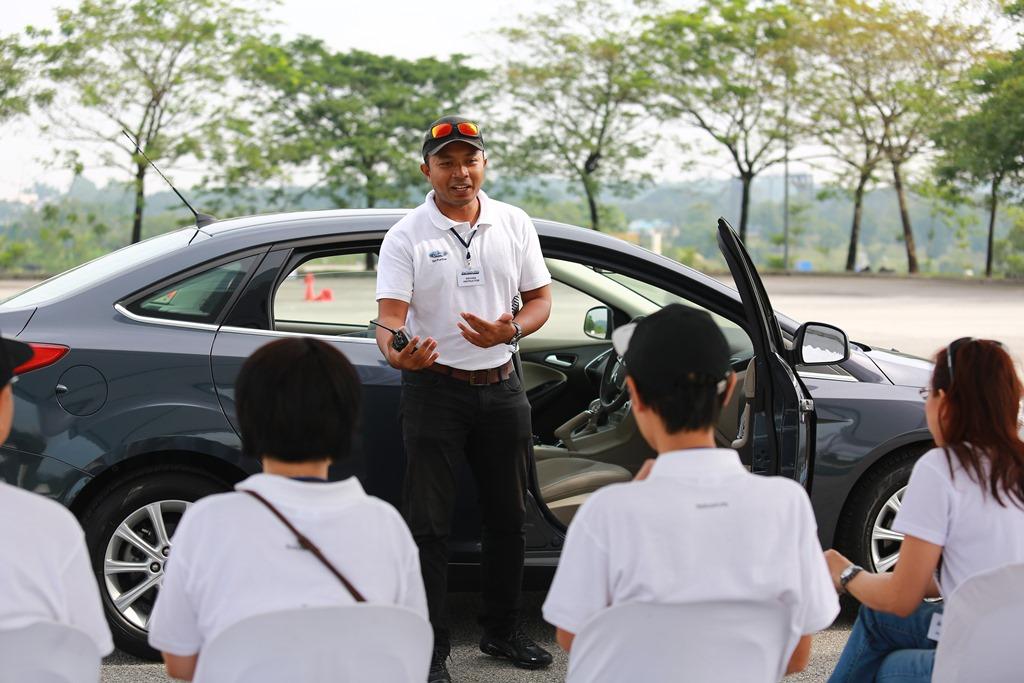 Photo 3 - Explaination on vehicle