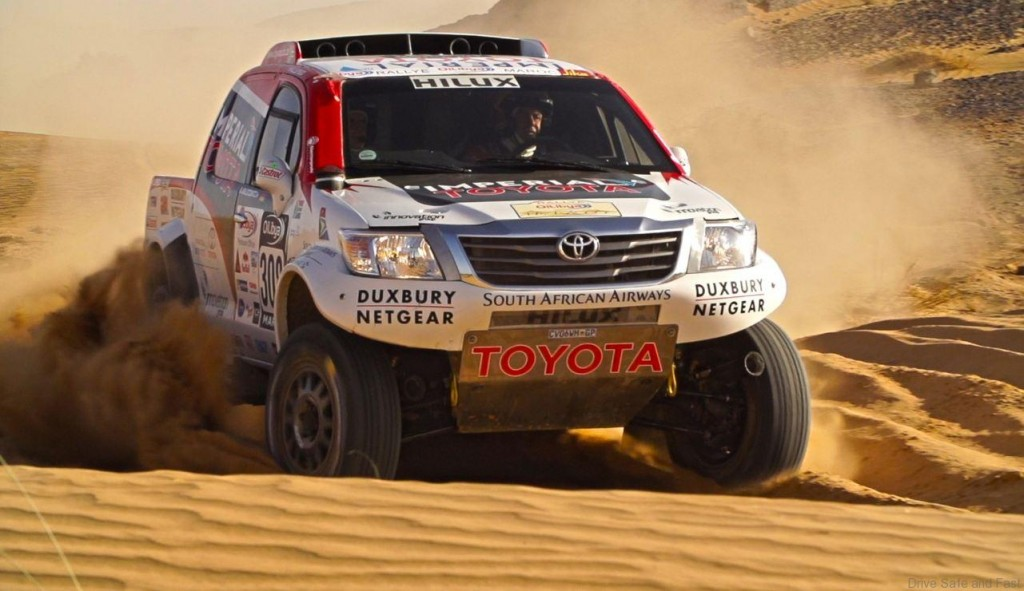 Toyota-Hilux-race1