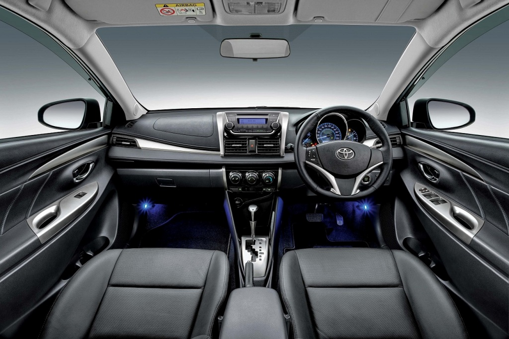 Toyota-Vios-1.5G-with-black-interior-and-blue-front-foot-illumination
