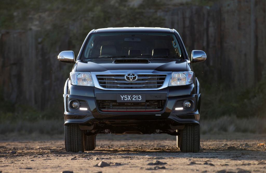 toyota-hilux-black-edition-01