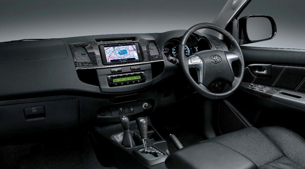 Toyota-Fortuner-pict2
