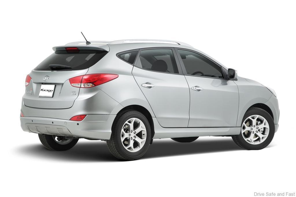 Hyundai-Tucson_Sport_Back