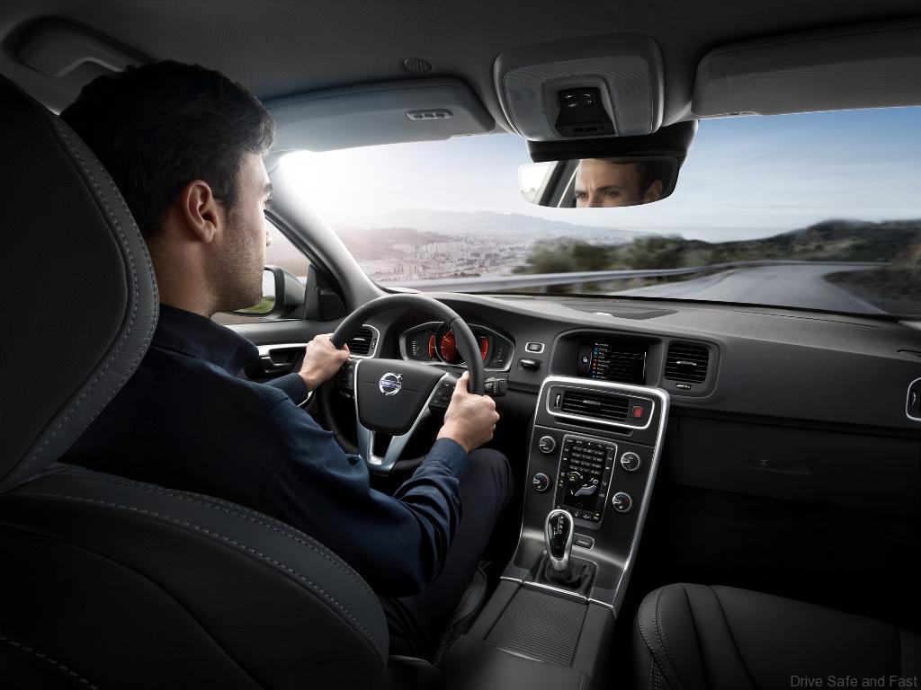 S60_Interior_Driving