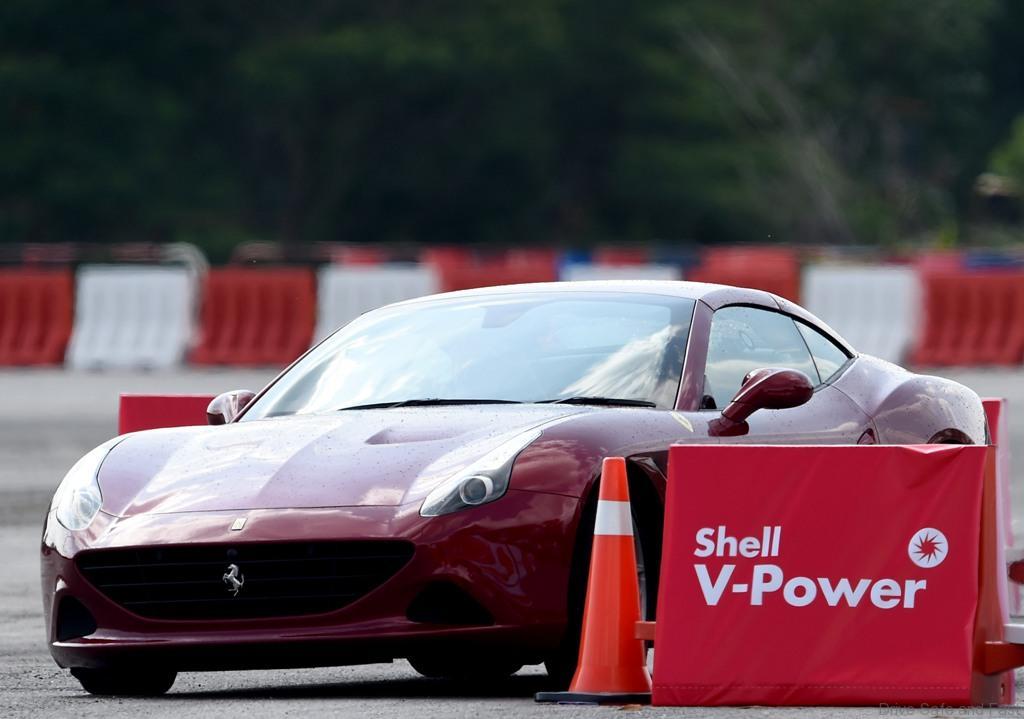 FerrariCaliforniaTdriftsaroundthetrack