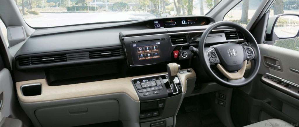 Honda-StepWGN4