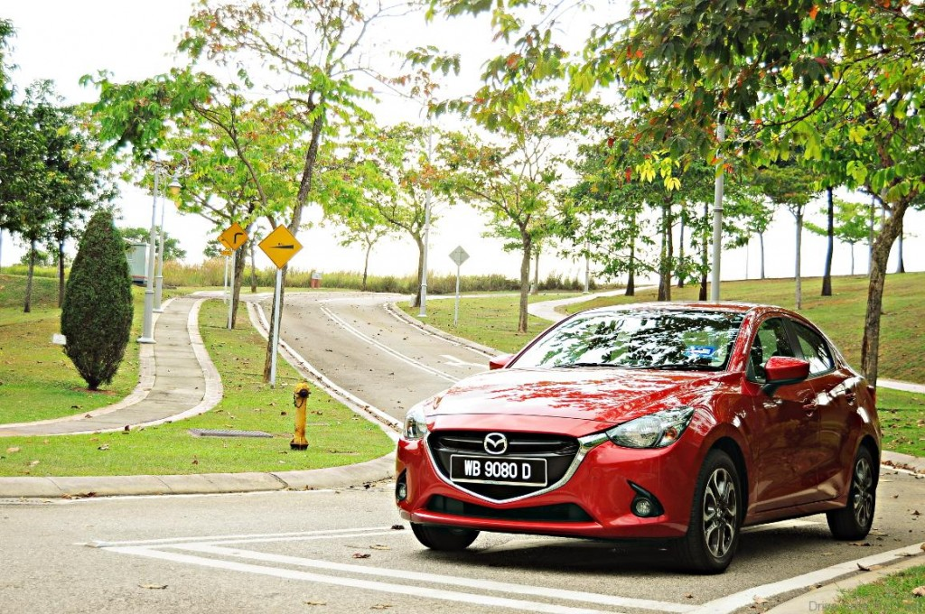 Mazda-2-Sedan-2