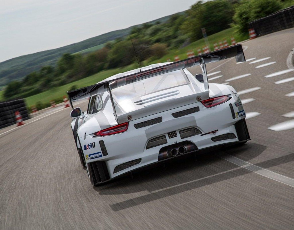 Porsche-911_GT3_R_2016_04