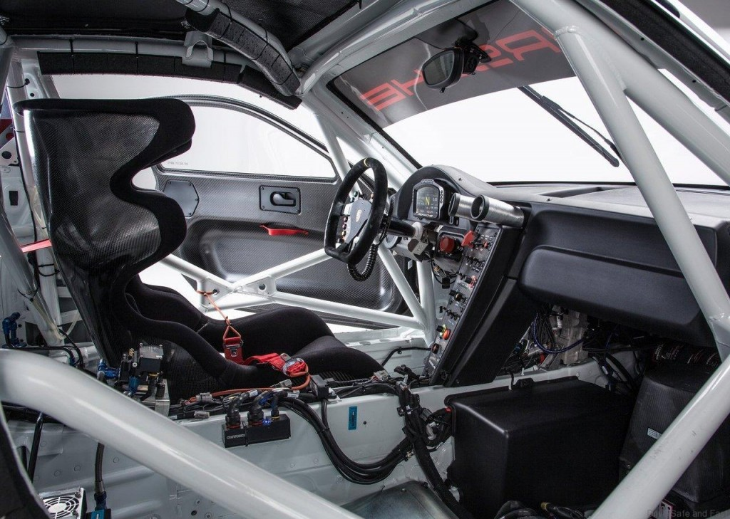 Porsche-911_GT3_R_2016_06
