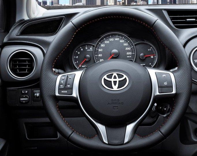 Toyota-Yaris_2012_800x600_wallpaper_53