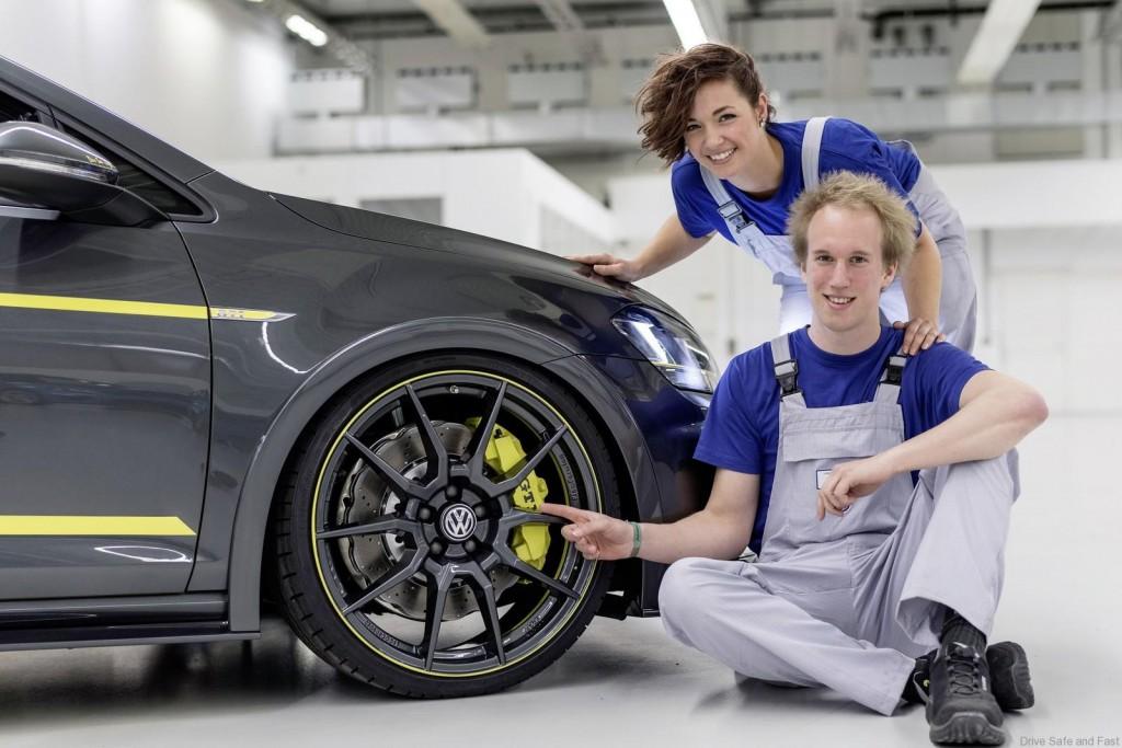 Volkswagen-GTI-Golf-Dark-Shine-Worthersee-4