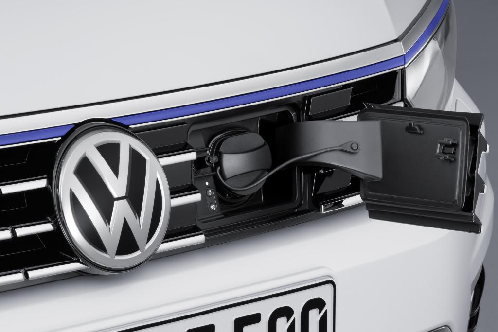 VW-Passat_GTE_07