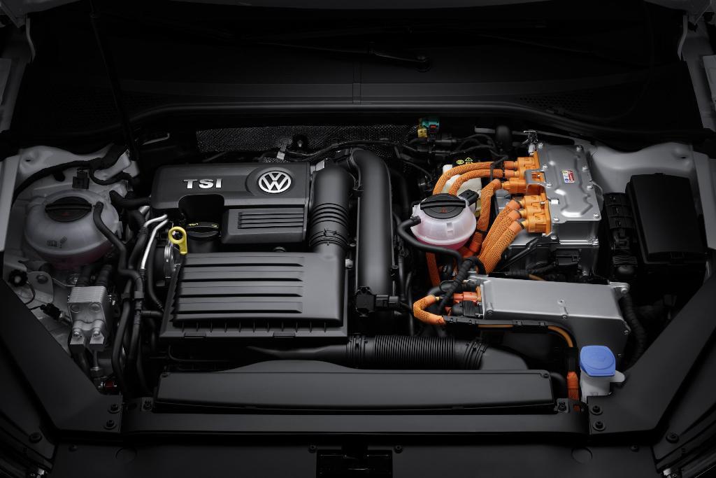 VW-Passat_GTE_11