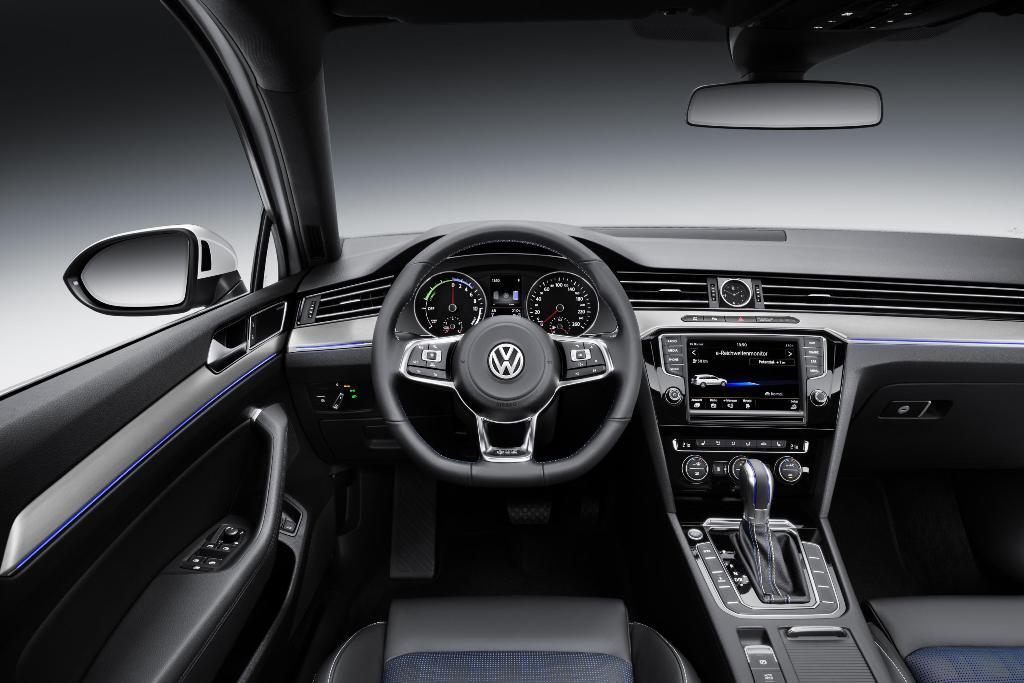 VW-Passat_GTE_121