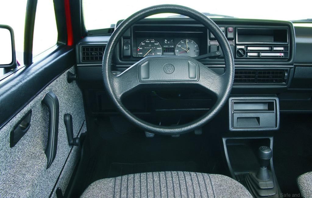 Volkswagen-Golf_I_1976_2