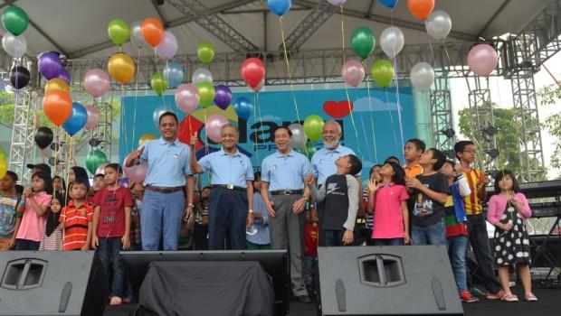 Launch-Ceremony-on-Alami-PROTON-Carnival-2015-1-620x350 (1)