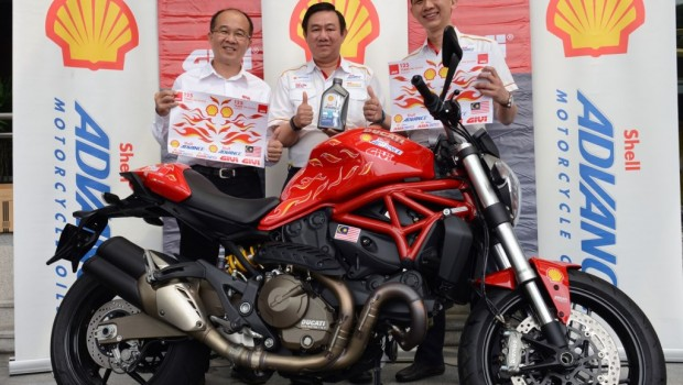 L-R-GIVI-Asia-MD-On-Hai-Swee-Shell-Lubricants-GM-Leslie-Ng-and-Mktg-Mgr-Alex-Lim-with-a-decaled-Ducati-Multistrada-1200S-620x350