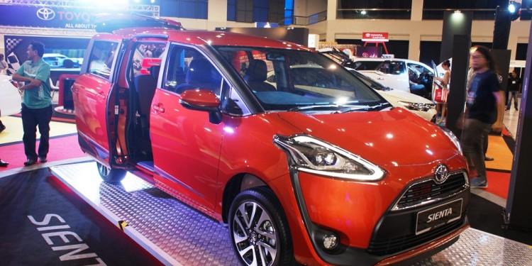 Toyota-Sienta-MY-Auto-Fest-2016-01