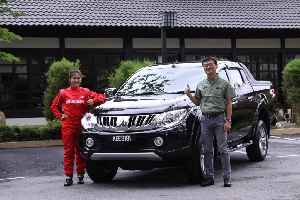 CEO of MMM, Mr Yang Won-Chul handing over the all-new Triton VGT to Leona Chin