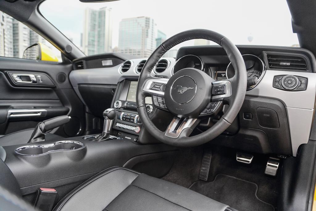 Ford_Mustang_V8_38