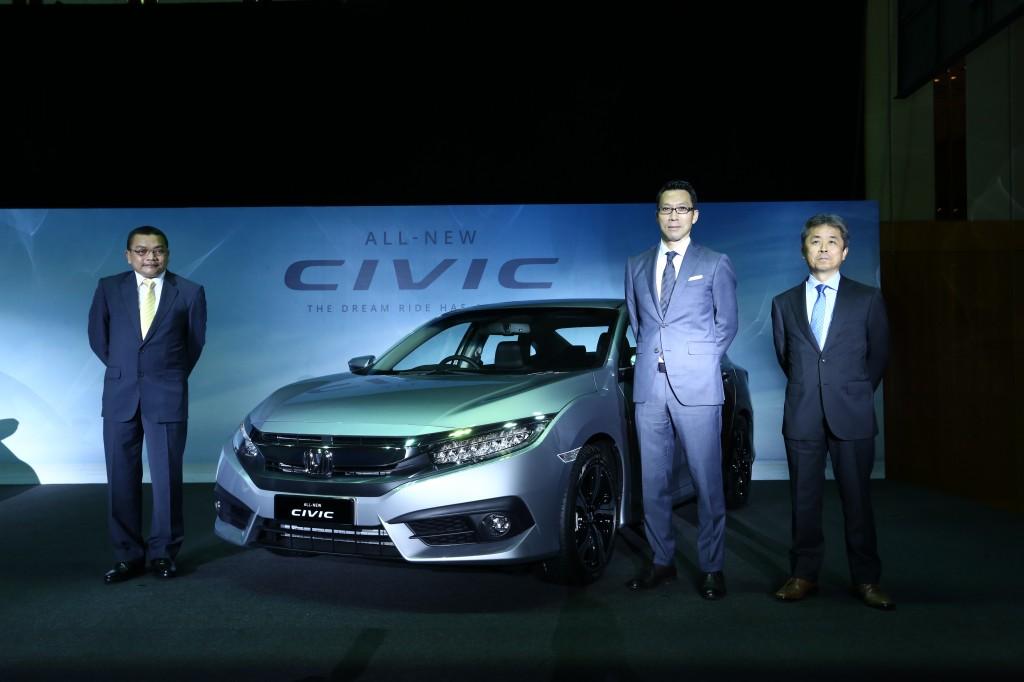 LtoR-En Roslan Abdullah, President & COO of Honda Malaysia; Mr Katsuto Hayashi, MD & CEO of Honda Malaysia; Mr Osamu Takezawa, Asst Large Project Leader of All-New Civic_1