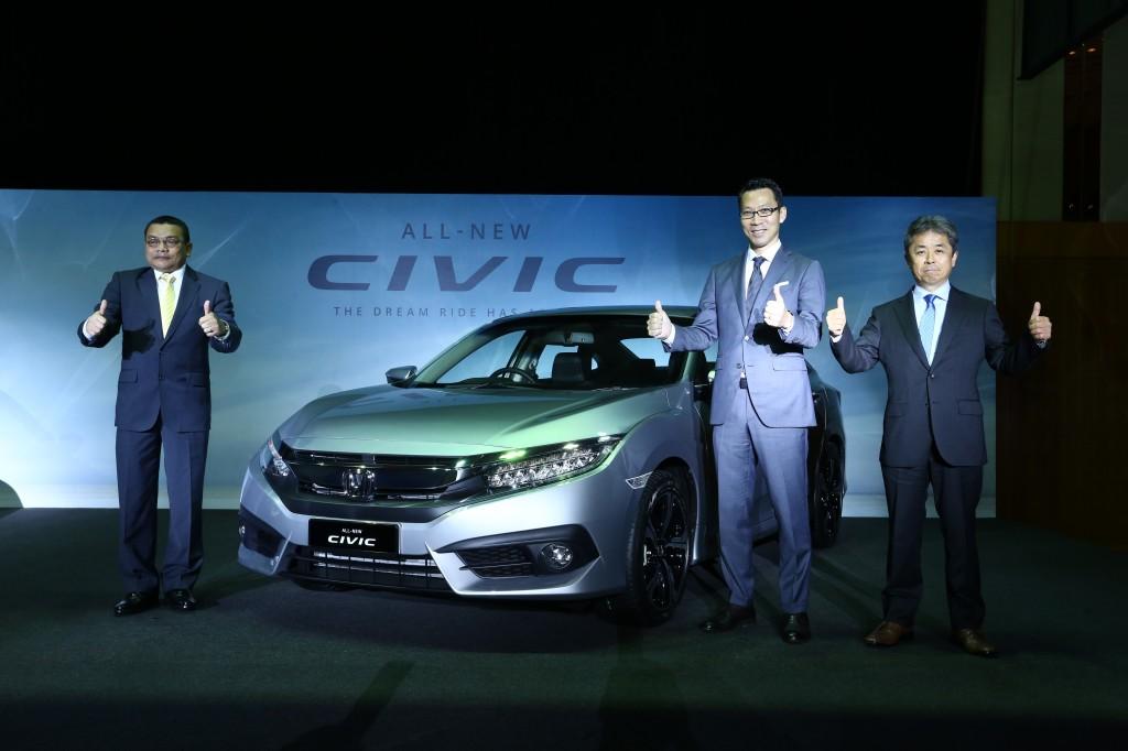 LtoR-En Roslan Abdullah, President & COO of Honda Malaysia; Mr Katsuto Hayashi, MD & CEO of Honda Malaysia; Mr Osamu Takezawa, Asst Large Project Leader of All-New Civic_2