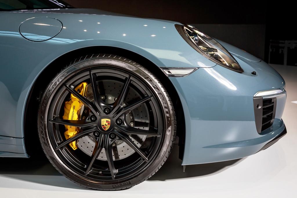 Porsche 911 Carrera Launch 02