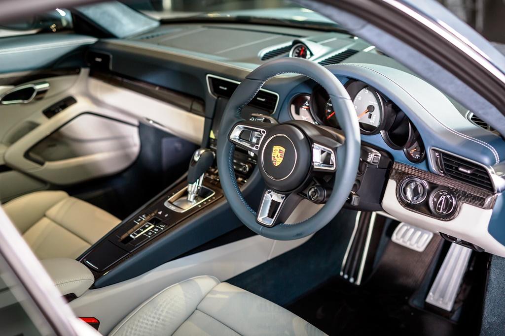 Porsche 911 Carrera Launch 03