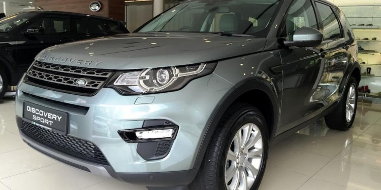 Land-Rover-Discovery-Sport_Showroom_2