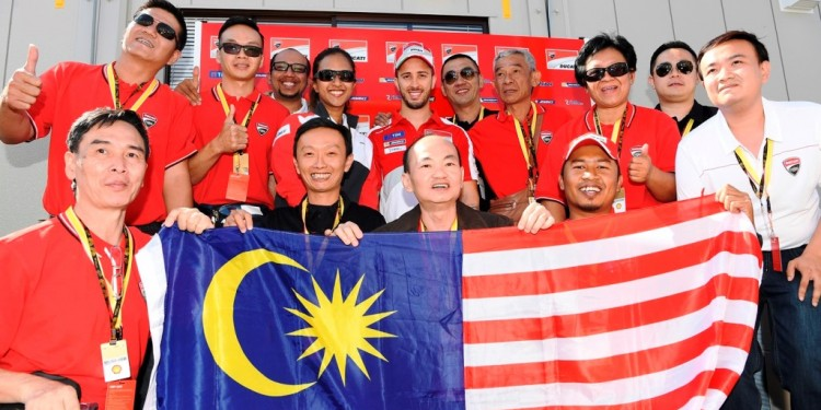 One for the album_The Malaysian contingent led by Shell Advance Brand Ma...