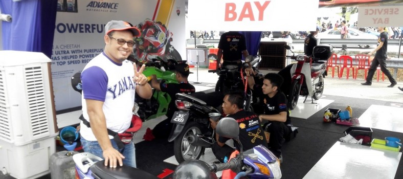 A Yamaha club member happily took up the Shell Advance Ride Thru oil cha...
