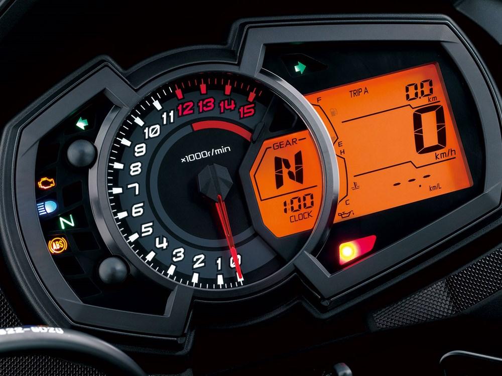Kawasaki Versys-X300 03