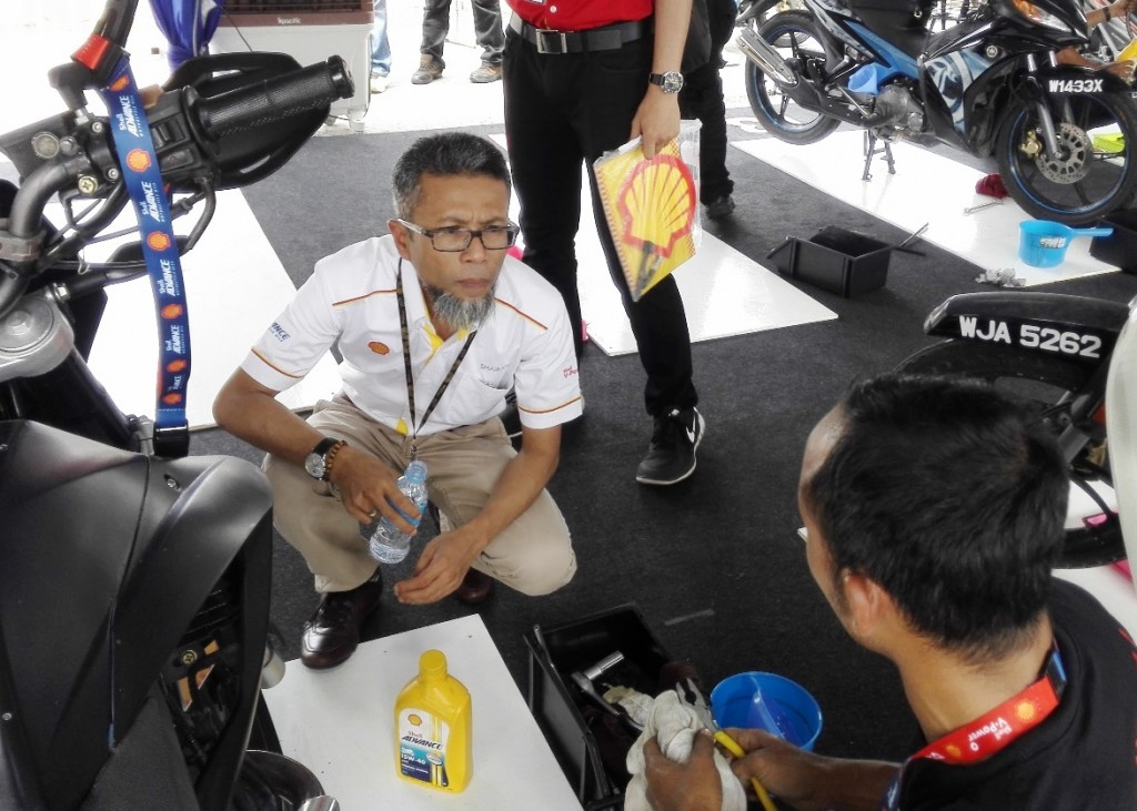 Shell Malaysia Trading MD Shairan Huzani Husain (left) speaking with a m...