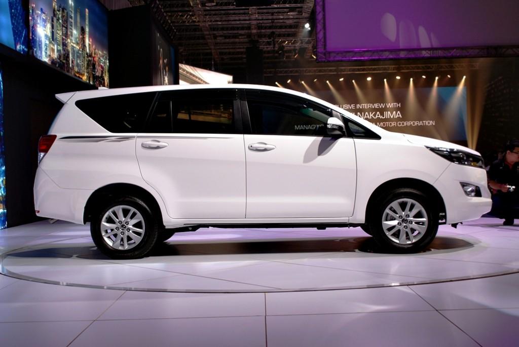 Toyota Innova Launch 06