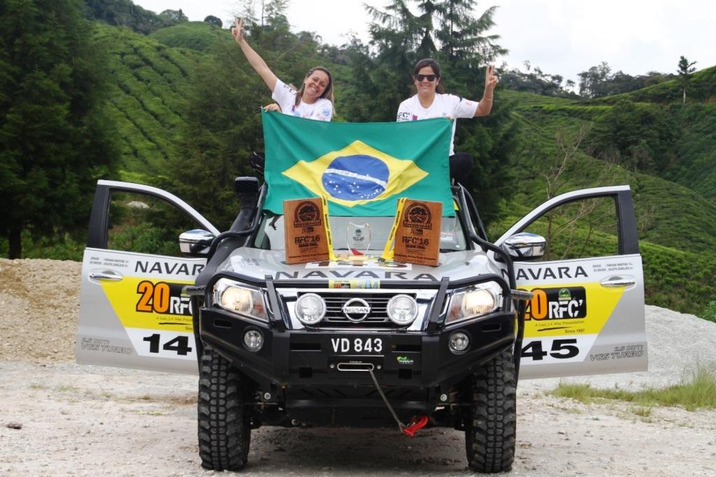 01 Fabiana & Julieth with the Nissan Navara in RFC 2016
