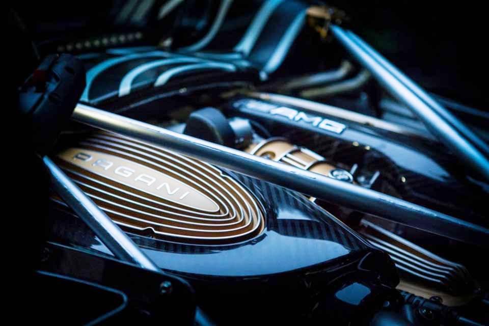 Pagani Huayra Roadster teaser 02