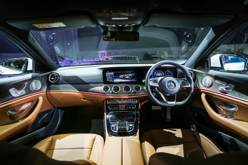 Mercedes-Benz E 300 AMG Line (22)
