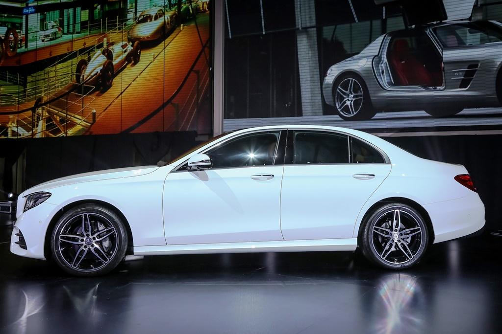 Mercedes-Benz E 300 AMG Line (3)