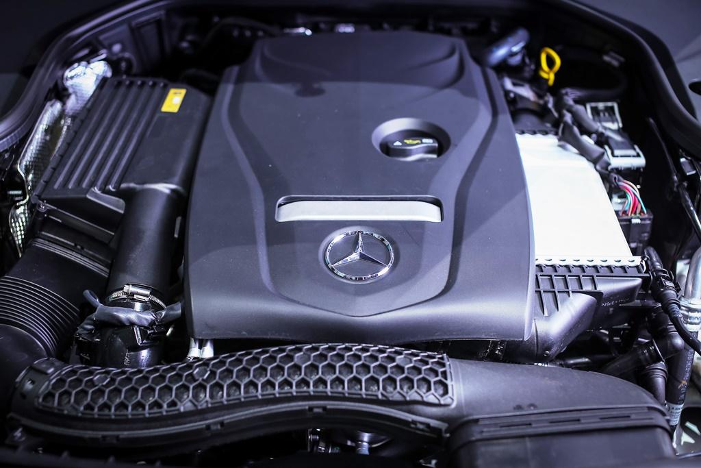 Mercedes-Benz E 300 AMG Line (35)