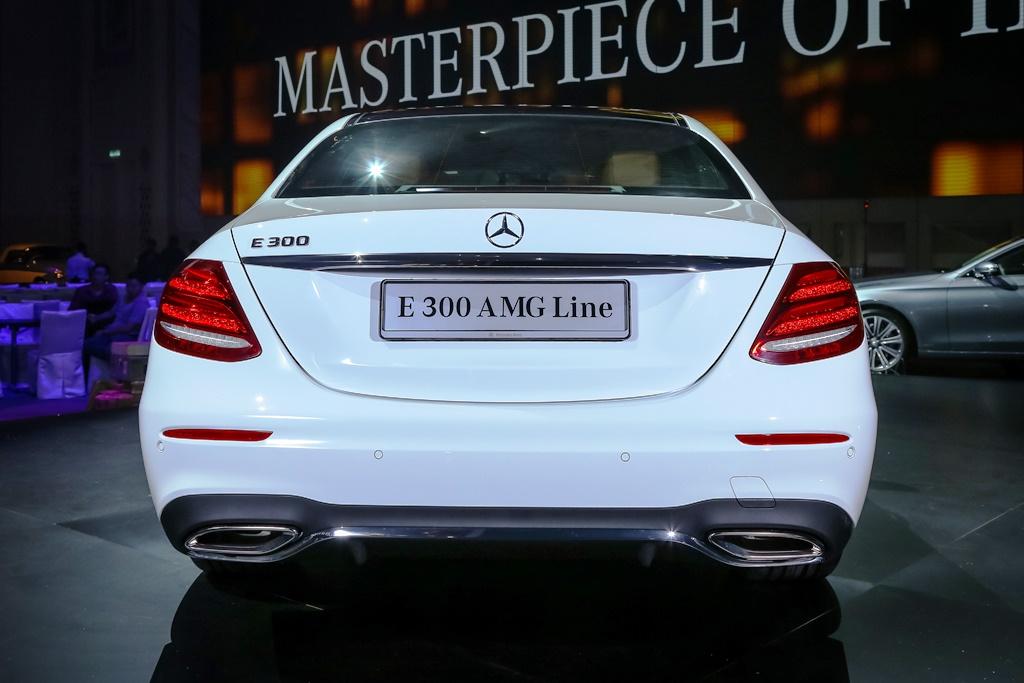 Mercedes-Benz E 300 AMG Line (4)