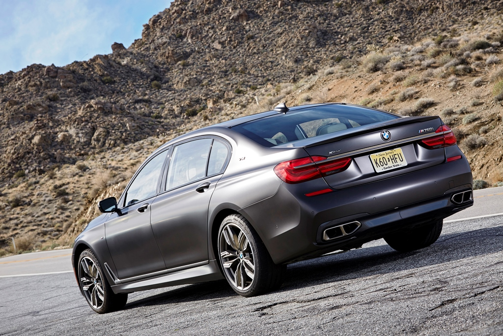 P90246820_highRes_bmw-m760li-xdrive-on