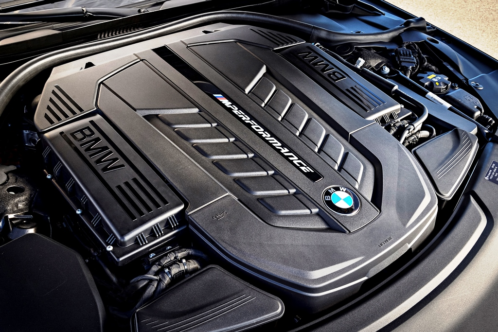 P90246927_highRes_bmw-m760li-xdrive-on