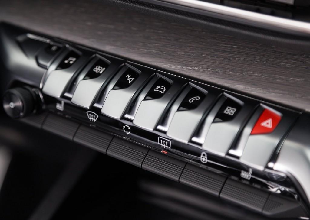 Peugeot-5008-2017-11