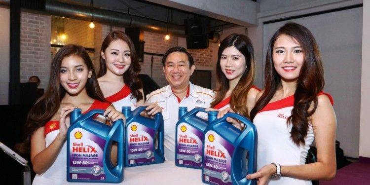 Shell Lubricants GM Leslie Ng with Brand Ambassadors and the new oil